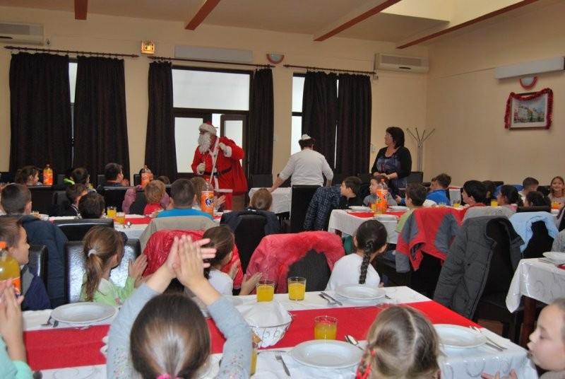 Copiii alături de Moș Crăciun la DDAC