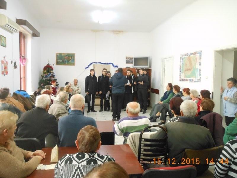 Colindători la Centrul de zi pentru vârstnici Aurel Vlaicu