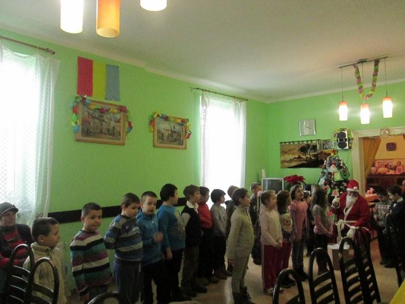În prag de sărbători Centrul de zi din Grădişte primeşte colindători